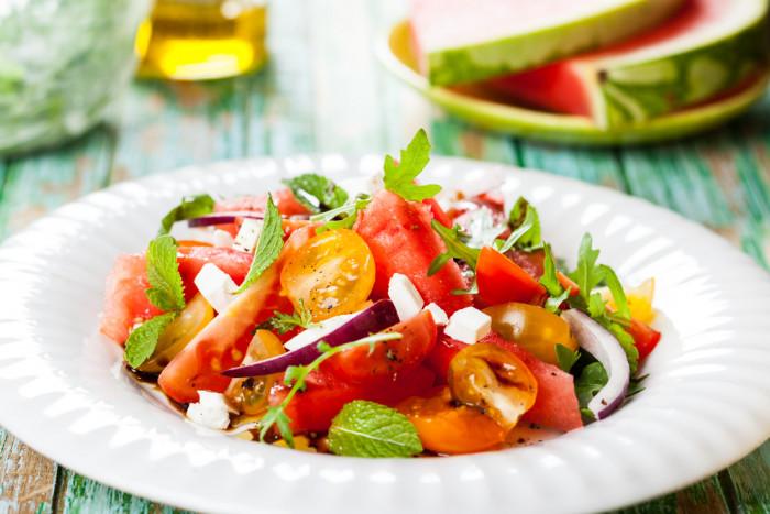 салат из арбуза с томатом