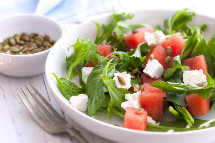 салат из арбуза с рукколой
