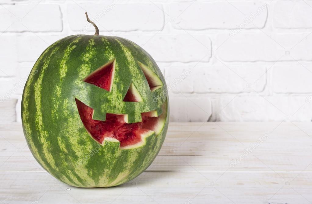 арбуз на хэллоуин