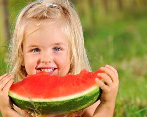 с какого возраста можно давать арбуз детям