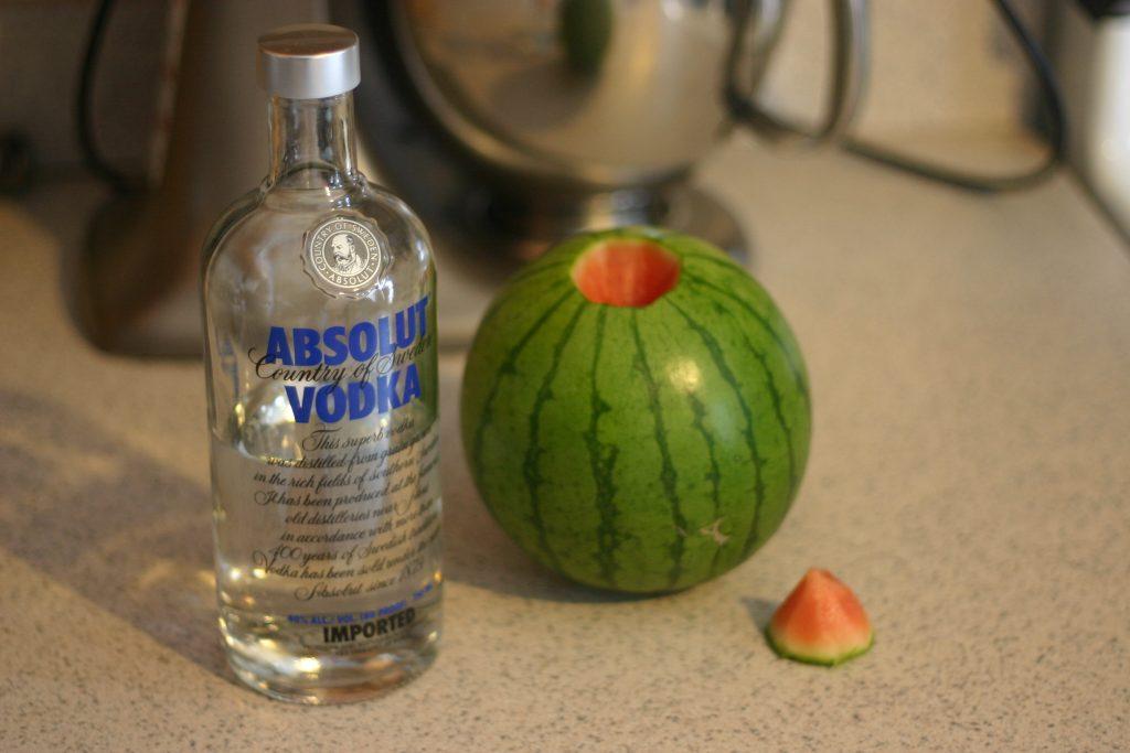 арбуз с водкой