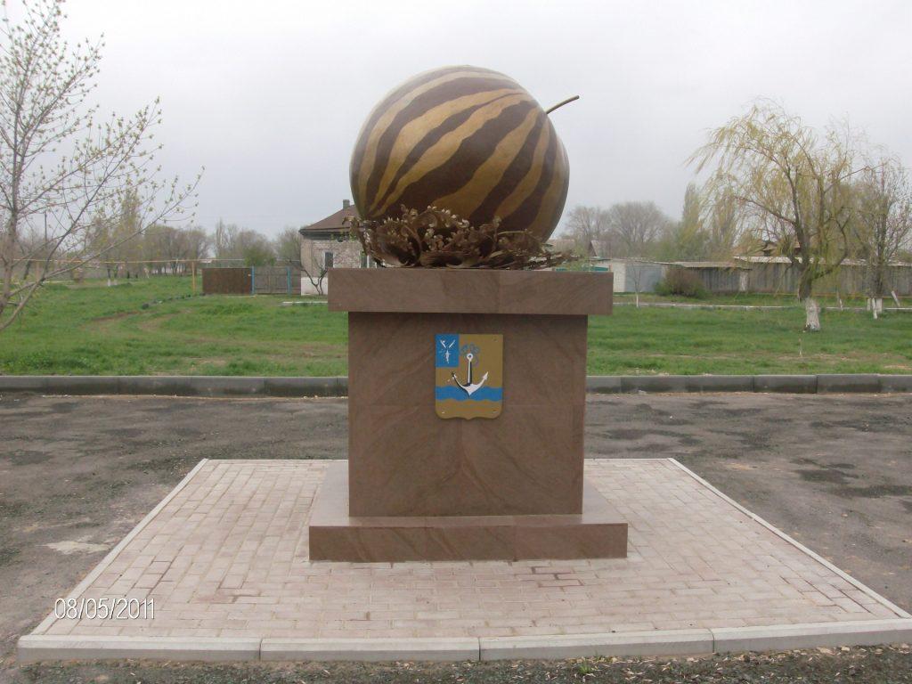 памятник арбузу в Ровном